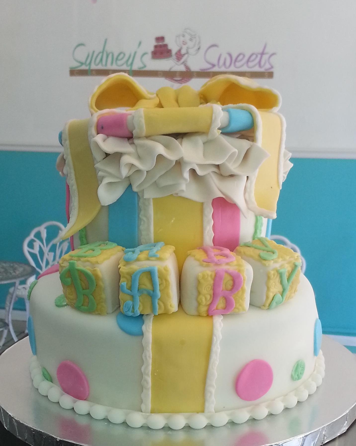 Baby Shower Cupcake Ideas Neutral : Gender Neutral Gift Box Baby Shower Cake